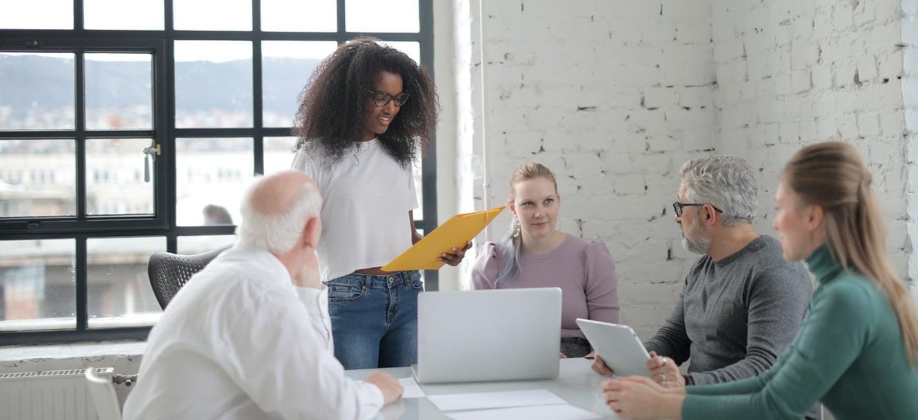 Todo lo que necesitas saber para contratar tu proveedor de formación de inglés para empresas